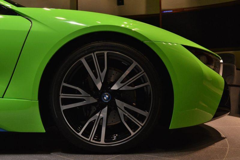 BMW-i8-gruen-Folierung-Abu-Dhabi-11