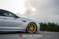 bmw m6 gran coupe on velos s3 wheels 3 190x126 BMW M6 Gran Coupé mit goldenen Velos S3 Felgen