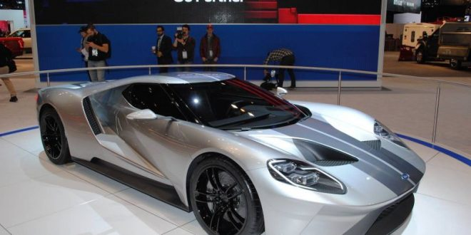 liquid silver ford gt auf der chicago auto show 2015. Black Bedroom Furniture Sets. Home Design Ideas