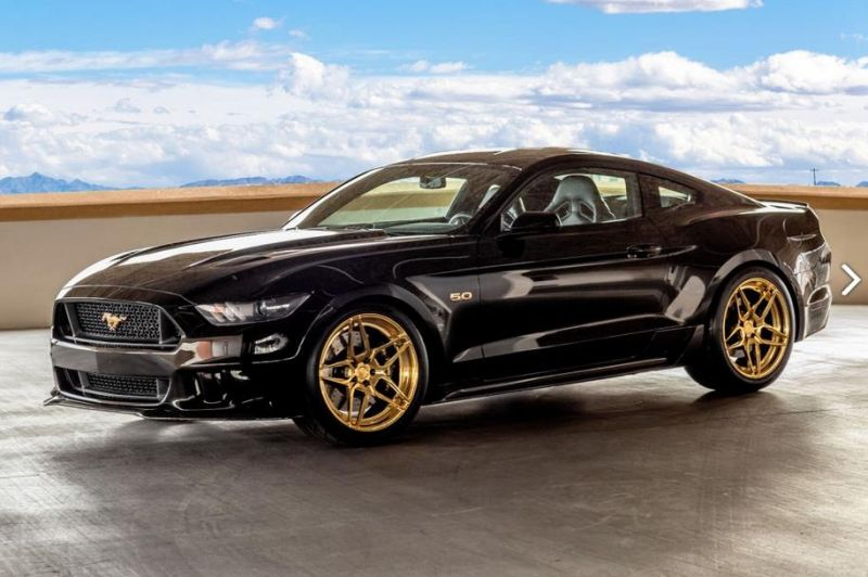 gas-ford-mustang-gold-1