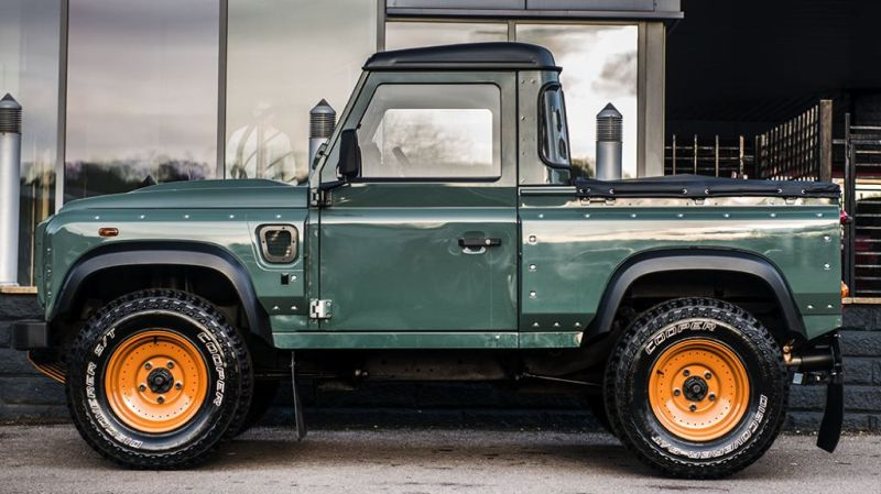 Keswick Green Defender Pickup by kahn design 1 Land Rover Defender Pick Up vom Tuner Kahn Design