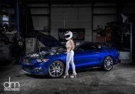 the stig s wife ford mustang 2 190x132 Seitensprung? Stig´s Frau checkt den Ford Mustang
