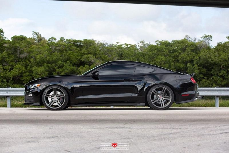 2015-Roush-Performance-Ford-Mustang-GT-VPS-302-4