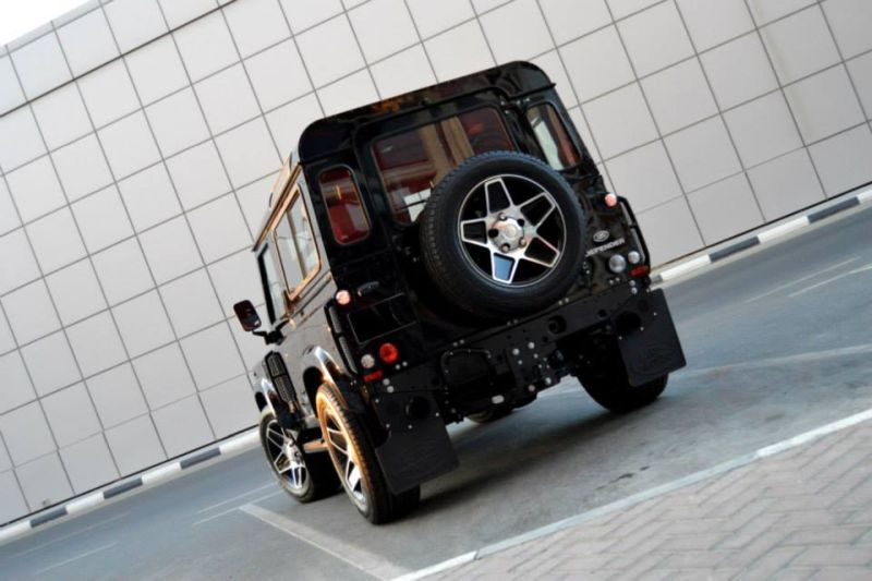 Santorini Black Defender by kahn design 2 Kahn Design tunt den Land Rover Defender 90