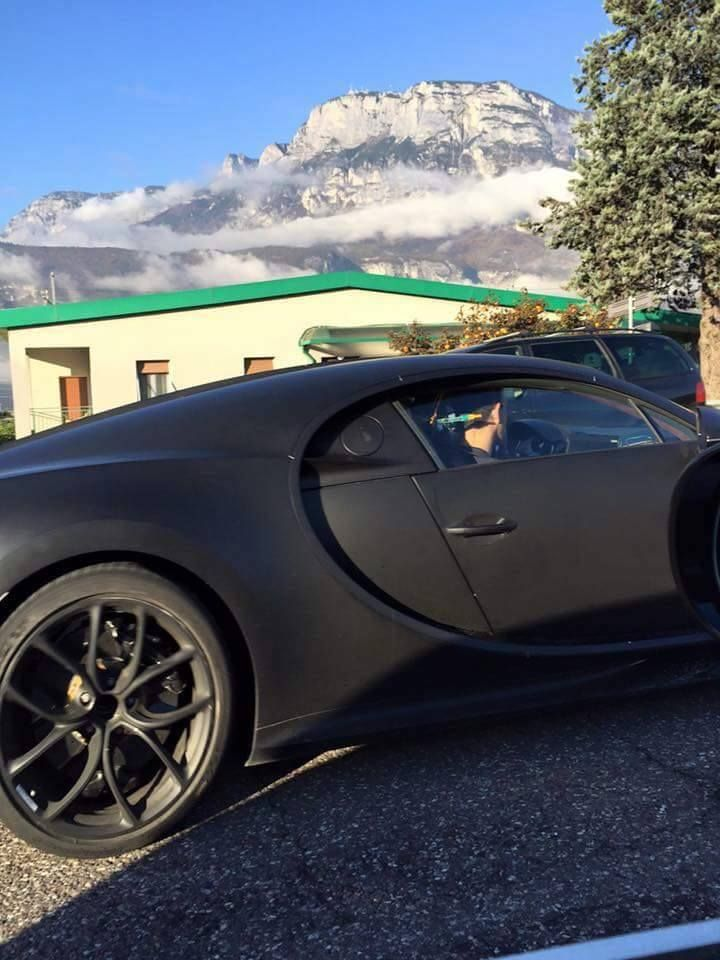 bugatti-chiron-spied-in-production-ready-form-2