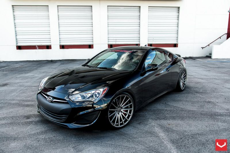 hyundai genesis coupe auf schicken 20 zoll vfs2 vossen. Black Bedroom Furniture Sets. Home Design Ideas