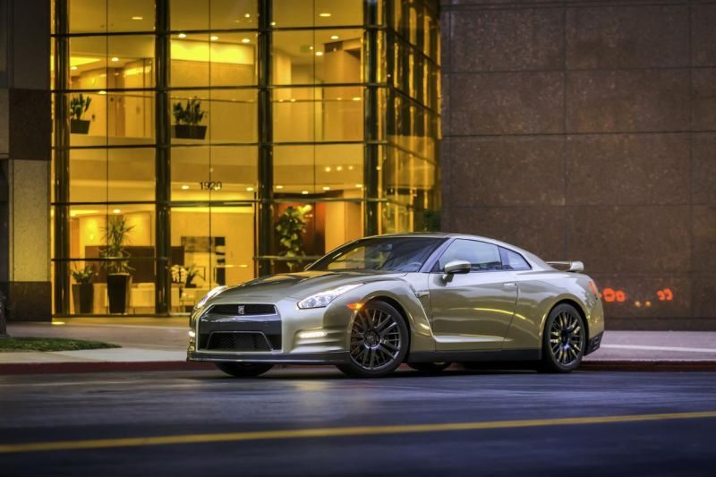 2016-nissan-gt-r-45th-anniversary-gold-edition-1