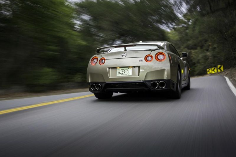 2016-nissan-gt-r-45th-anniversary-gold-edition-10