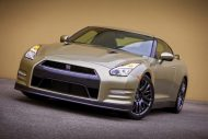 2016 nissan gt r 45th anniversary gold edition 3 190x127 Nissan zeigt 2016er GT R Gold Edition 45 Jahre