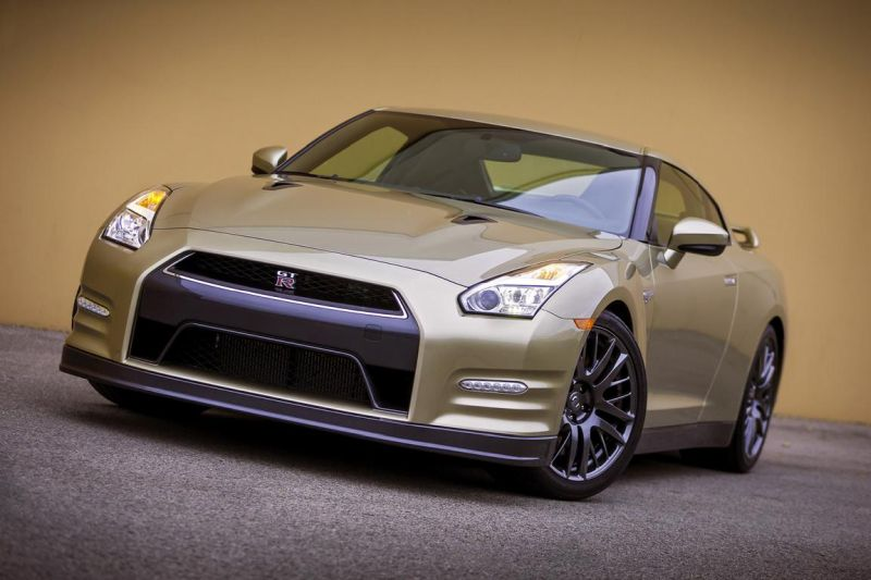 2016-nissan-gt-r-45th-anniversary-gold-edition-3