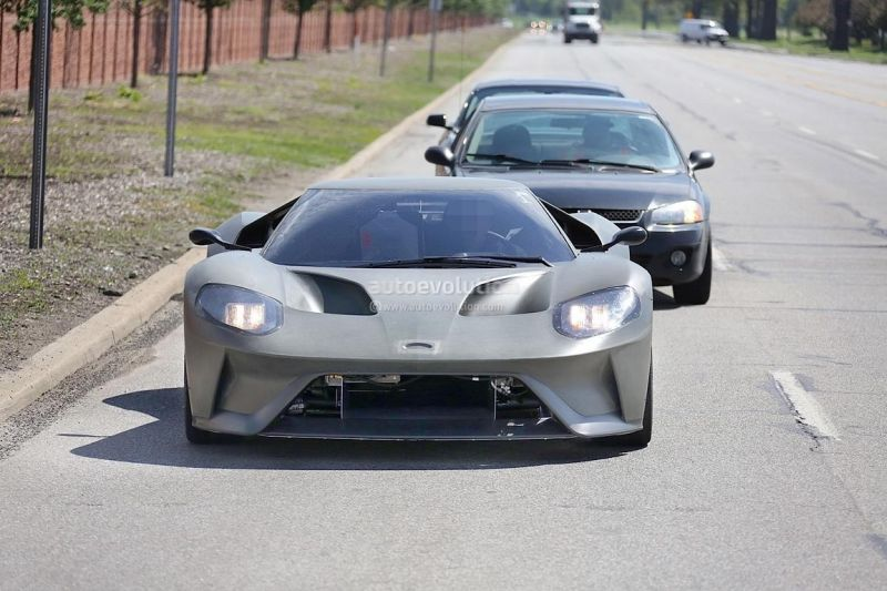 2017-ford-gt-spied-again-on-us-roads-2