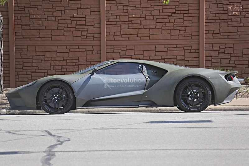 2017-ford-gt-spied-again-on-us-roads-3