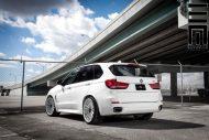 Alpine White BMW X5 On Vossen VFS2 Wheels 3 190x127 BMW X5 F15 mit 22 Zoll VFS2 Vossen Wheels Alufelgen