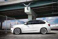 Alpine White BMW X5 On Vossen VFS2 Wheels 5 190x127 BMW X5 F15 mit 22 Zoll VFS2 Vossen Wheels Alufelgen