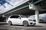 Alpine White BMW X5 On Vossen VFS2 Wheels 6 190x127 BMW X5 F15 mit 22 Zoll VFS2 Vossen Wheels Alufelgen