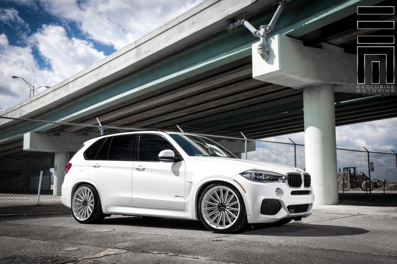 Alpine-White-BMW-X5-On-Vossen-VFS2-Wheels-6