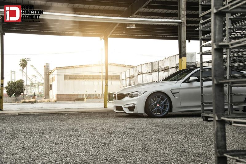 Mineral White BMW M4 On A Set Of Klassen M52R Wheels 1 Klässen ID Wheels M52R auf einem BMW M4 F82 in Mineral Weiß