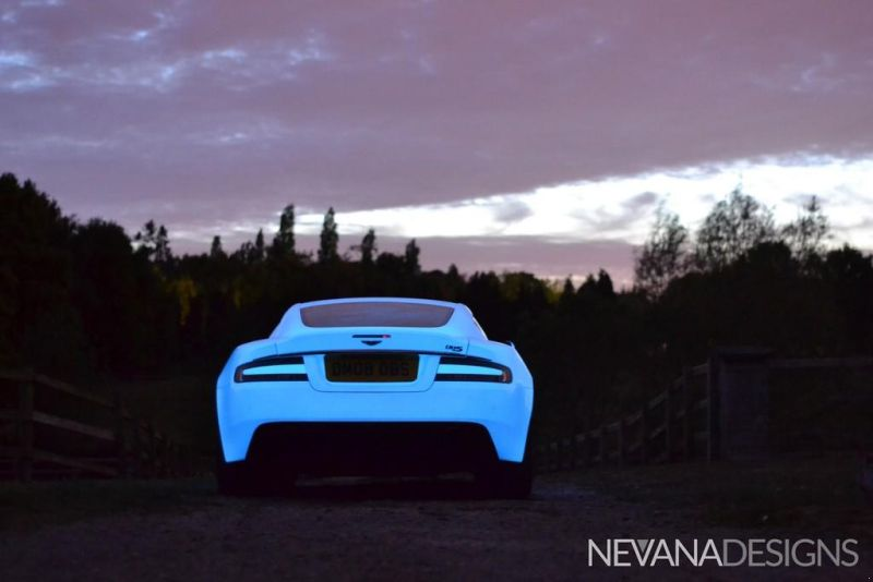 glow in the dark aston martin 1 Leuchtender Aston Martin DBS von Nevana Designs zur Gumball 3000
