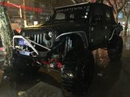 jeep rock crawler pinut china 1 190x142 Badass Jeep Wrangler Rock Crawler in Mattschwarz