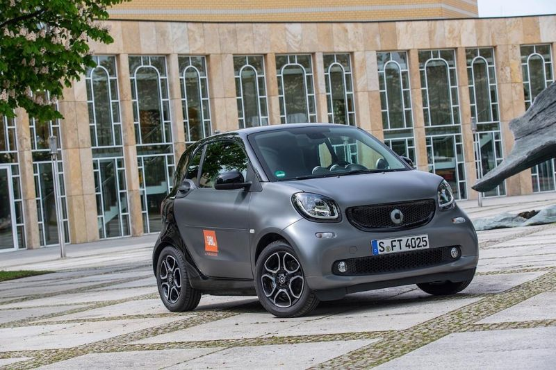this smart fortwo is your pocket disco 1 Fahrender I Pod? Fast   Smart ForTwo mit 5720 Watt