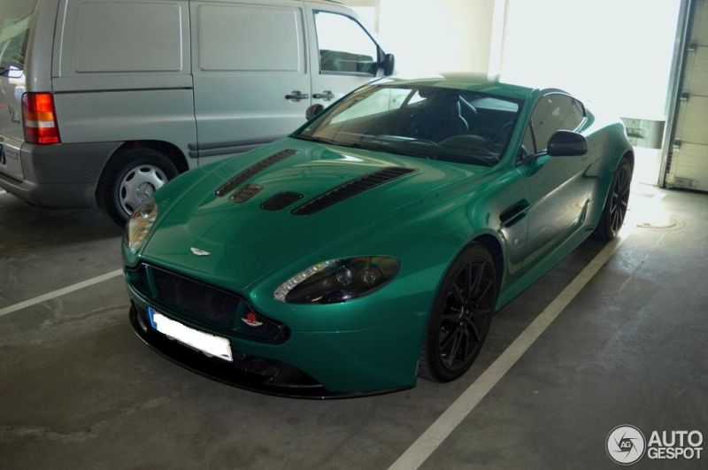 exclusiver aston martin vantage v12 in viridian gr n. Black Bedroom Furniture Sets. Home Design Ideas