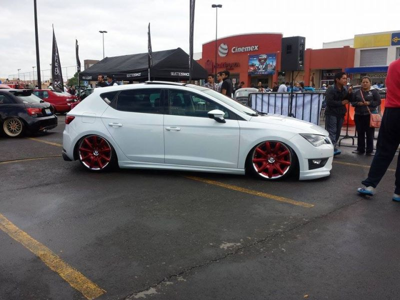 seat-leon-5f-lowrider-with-red-bentley-wheels-2