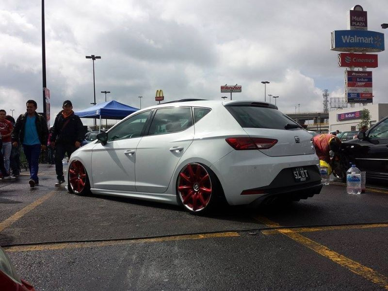 seat-leon-5f-lowrider-with-red-bentley-wheels-3