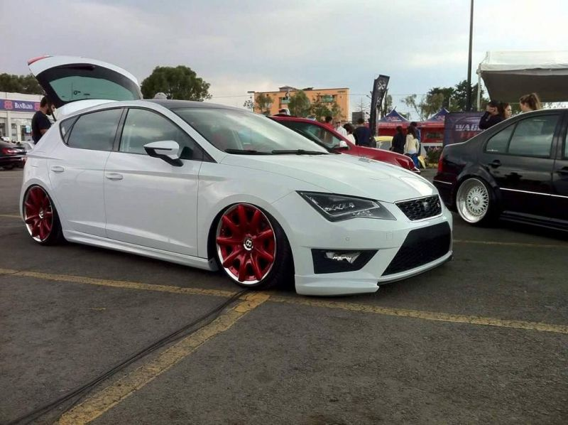 seat-leon-5f-lowrider-with-red-bentley-wheels-5