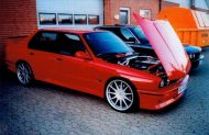 the legend is true heres a 4 door bmw 7 190x123 Traumhaft   BMW E30 M3 Limousine und Touring