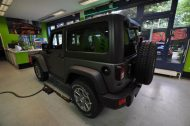 11045499 1010360608997988 2756111998967621579 o 190x126 Jeep Wrangler Rubicon in Mattschwarz by Print Tech