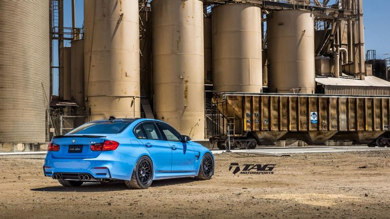 BMW-M4-with-HRE-Classic-303-Wheels-in-Brushed-Dark-Clear-23