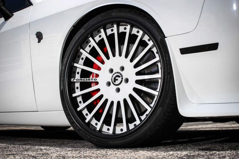 Exclusive-Motoring-Dodge-Challenger-Hellcat-On-Forgiato-wheels-017