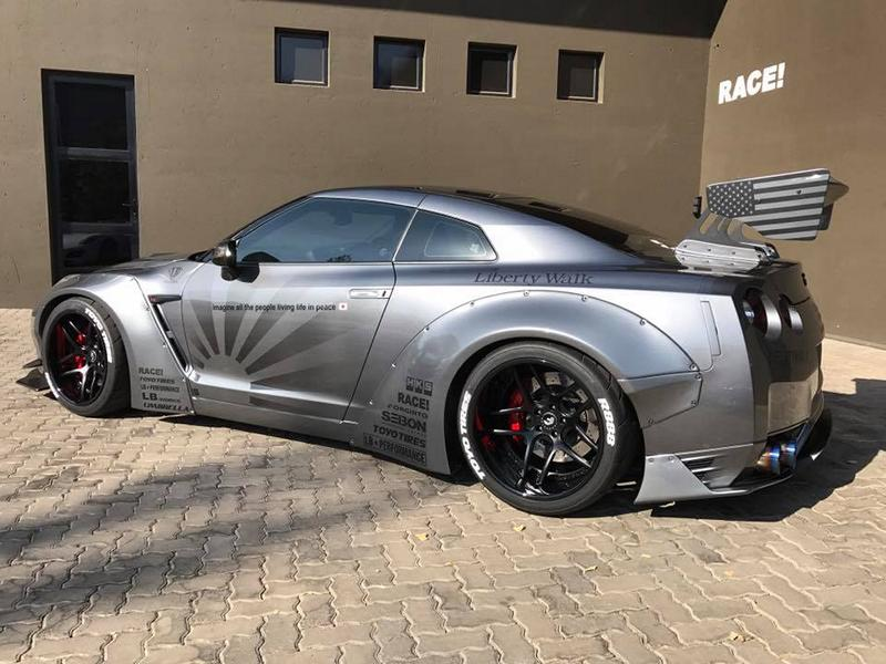 RACE South Africa Nissan GT R Widebody Tuning 3 RACE! South Africa Nissan GT R mit Liberty Walk Breitbau