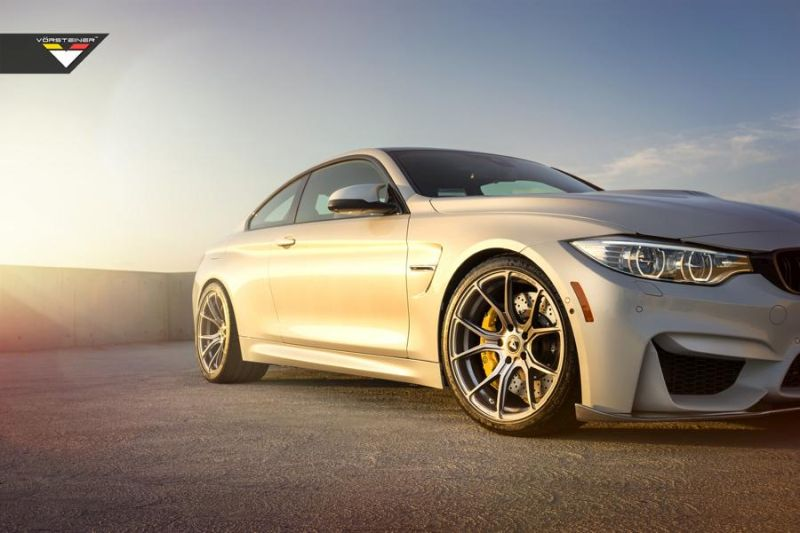 BMW M4 With Vorsteiner Aero And Wheels 9 Vorsteiner Parts am BMW M4 F82 in Alpine Weiß