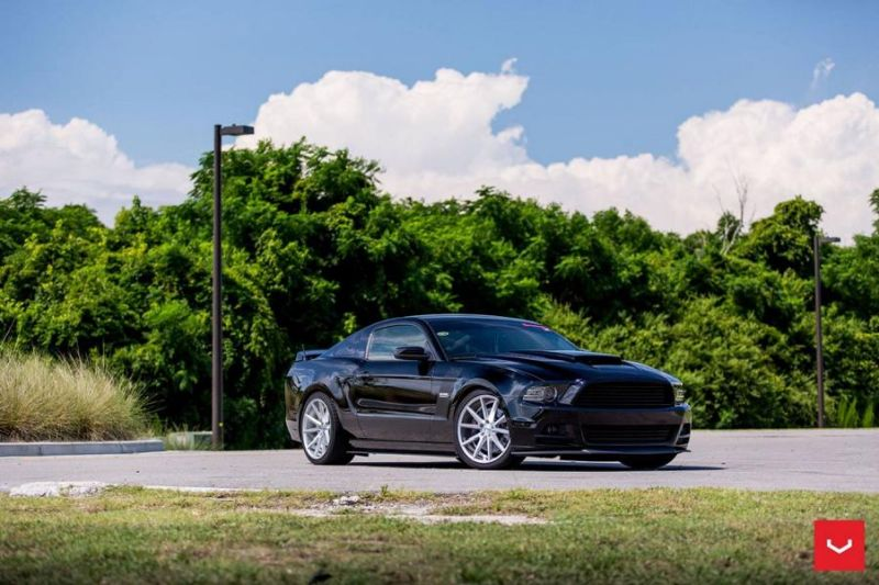 Ford-Mustang-On-Vossen-VFS1-By-Vossen-Wheels-010