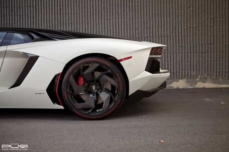 Lamborghini-Aventador-On-PUR-RS05.V2-By-PUR-Wheels-06