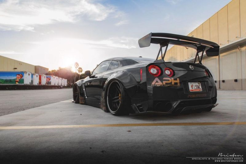 Liberty Walk GT-R Brixton Forged R25 nextomod 6