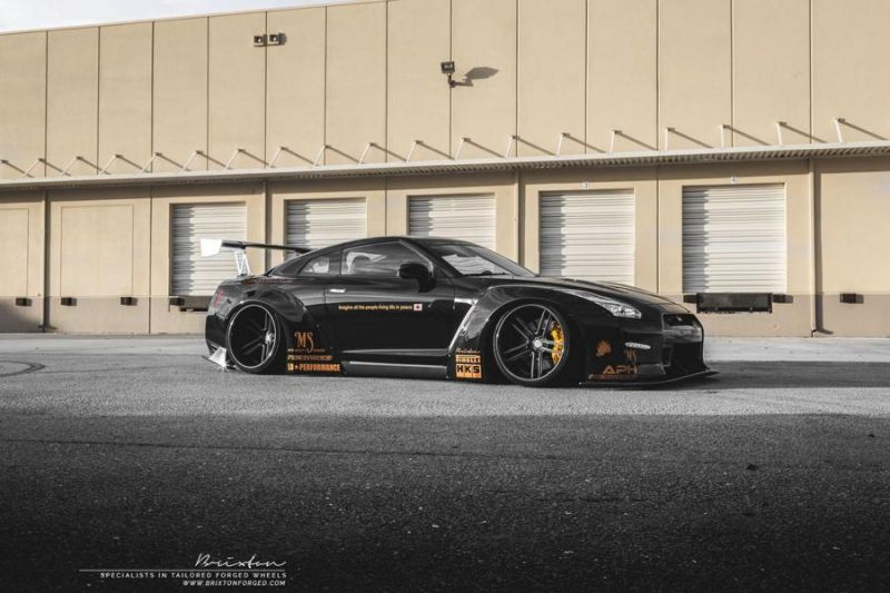 Liberty Walk GT-R Brixton Forged R25 nextomod