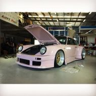 rwb building a porsche 911 tribute to 917 20 pink 3 190x190 Porsche 911 (964) Tuning by RAUH Welt mit 917/20 Optik