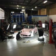 rwb building a porsche 911 tribute to 917 20 pink 5 190x190 Porsche 911 (964) Tuning by RAUH Welt mit 917/20 Optik
