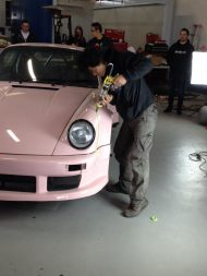 rwb building a porsche 911 tribute to 917 20 pink 6 190x253 Porsche 911 (964) Tuning by RAUH Welt mit 917/20 Optik