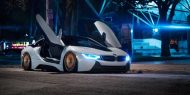 0jd i8pizzav2 night 09 2 b68d4a0 1 190x95 BMW i8 mit Accuair & bronzefarbenen Rotiform Alufelgen