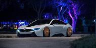 0jd i8pizzav2 night 09 2 b68d4a0 2 190x95 BMW i8 mit Accuair & bronzefarbenen Rotiform Alufelgen