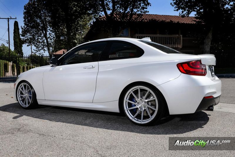 Alpine White BMW M235i Photoshoot 1 Audio City USA   Tuning am BMW M235i in Weiß