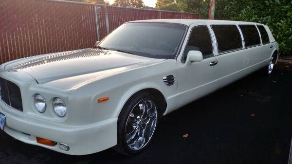 this-lincoln-stretch-limo-is-not-a-bentley-10