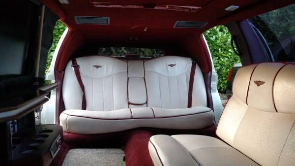 this-lincoln-stretch-limo-is-not-a-bentley-2