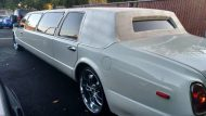 this lincoln stretch limo is not a bentley 5 190x107 Lincoln Stretch Limo mit Bentley Optik Umbau