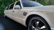 this lincoln stretch limo is not a bentley 8 190x107 Lincoln Stretch Limo mit Bentley Optik Umbau