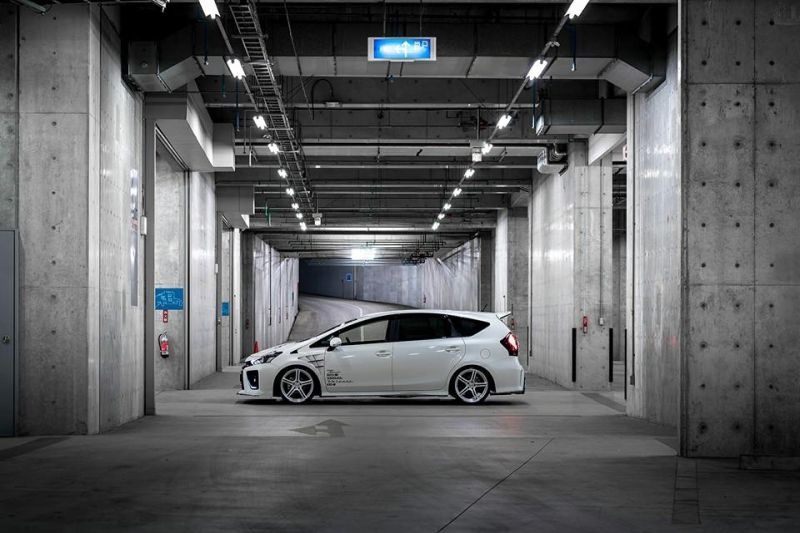 toyota-prius-g-s-tuned-by-rowen-looks-and-sounds-gallery_5
