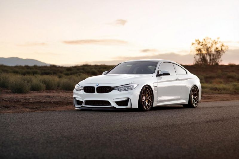 Alpine White BMW M4 with HRE S101 Wheels in Satin Bronze 3 HRE Performance Wheels S101 am BMW M4 F82